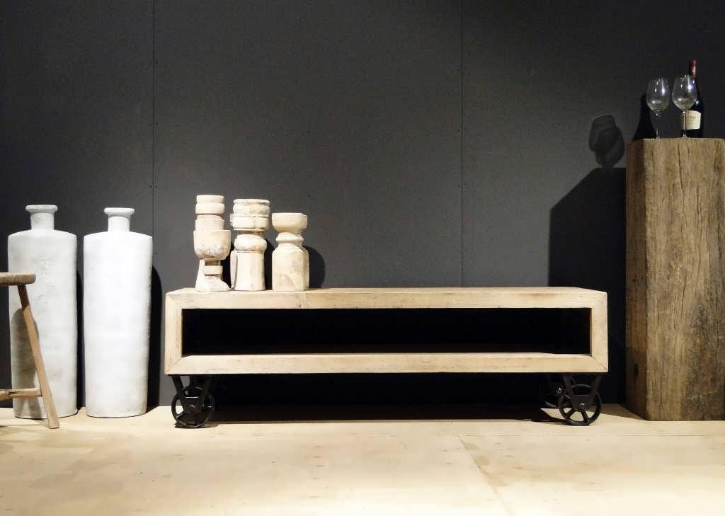 Meubels Op Wieltjes : Tv meubel hella hg wit wieltjes meubelen de keizer