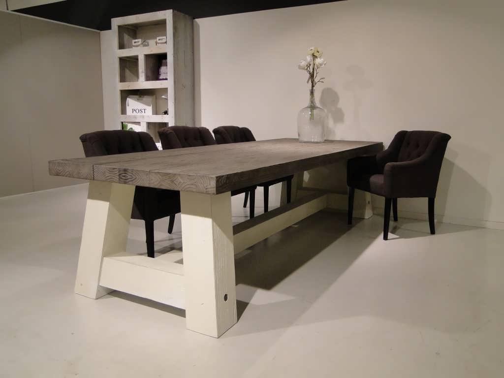 Zeg maar yes • wat voor stoelen bij deze tafel?