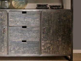 zwarte boekenkast oud hout