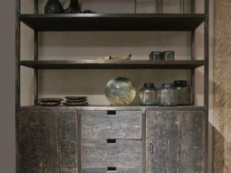 Zwarte boekenkast met stalen frame Valance | robuustetafels.nl