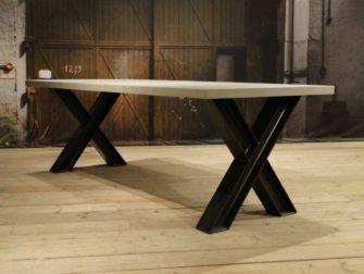 Beton tafel met stalen kruispoot prato robuustetafels.nl