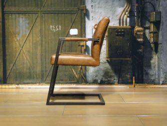 lichtbruine stoel
