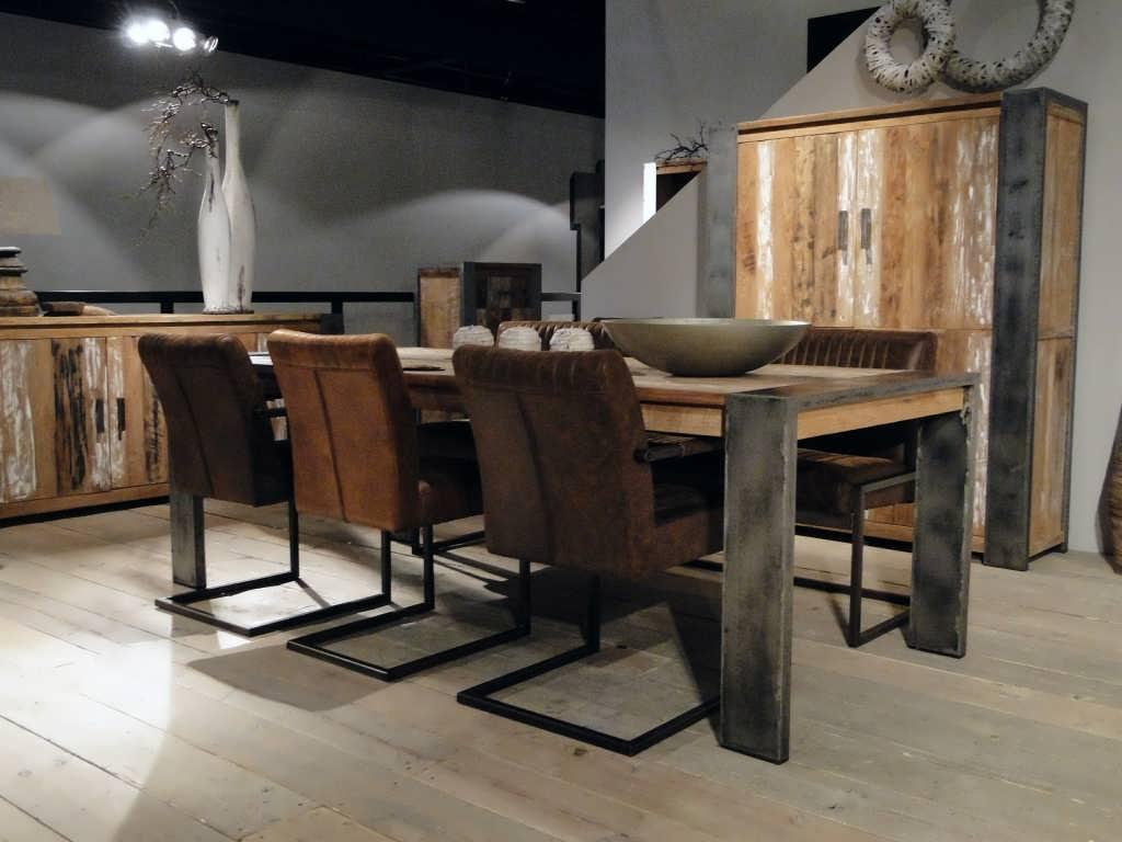 Simple industriele tafel with houten bartafel for Houten bartafel