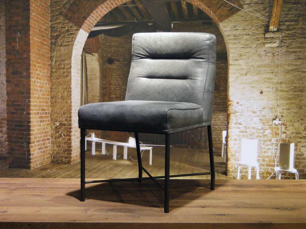 Leren stoeltje latest lage vintage stoel met leren for Eetkamerstoel hout met leer