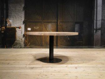 Industrieel ronde tafel met dik eiken blad
