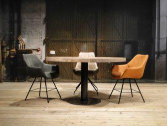Ronde houten tafel met dik blad
